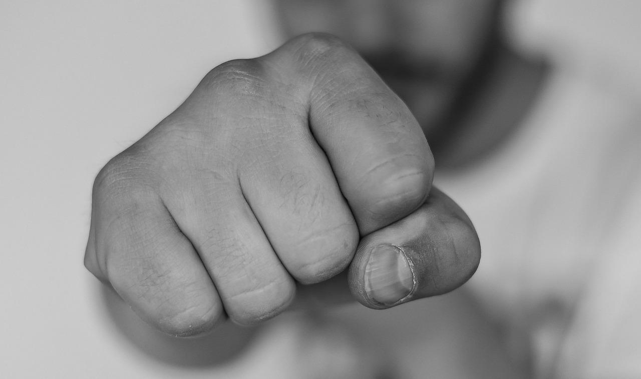 握力を測定する際のコツ 握力は手首の位置(反り具合)で変わる