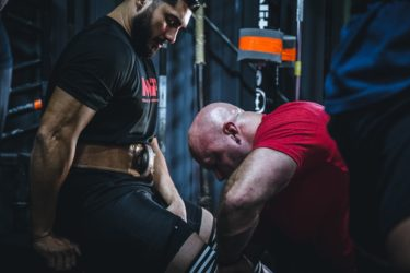筋肥大における筋トレのセット数は[日]ではなく[週]あたりで計算する